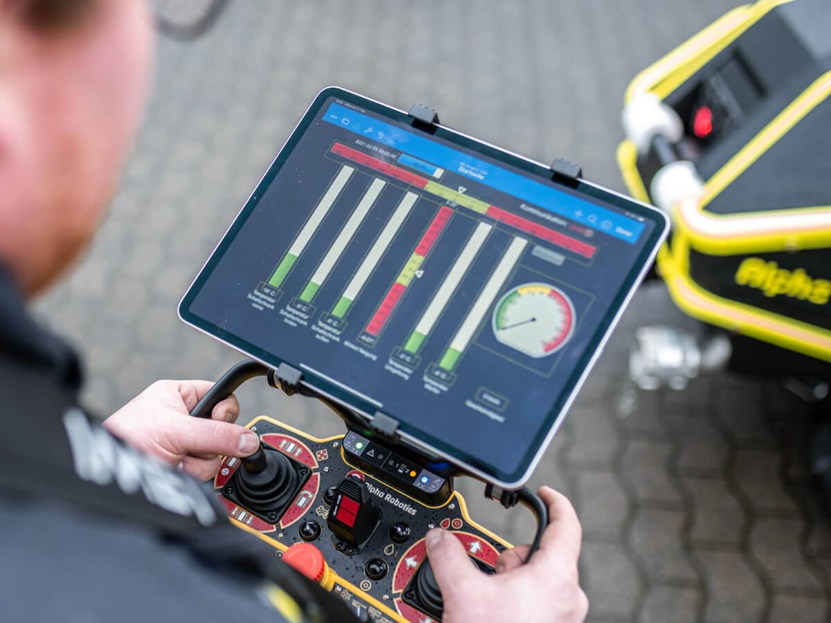 Der Alpha Wolf R1 kann zusätzlich zur stationären Steuerung via Tablet bewegt werden